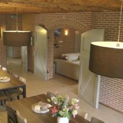 Ein schöner Speisesaal im handicapgerechten niederländischen Gruppenhaus Hooiberg für Menschen mit Behinderung.