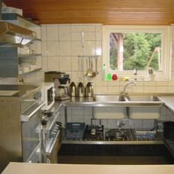 Der Küchenbereich im Gruppenhaus Kievitsnest in den Niederlanden.